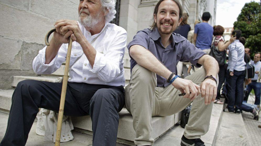 Foto: El líder de Podemos, Pablo Iglesias (d), y el portavoz nacional de Anova, Xosé Manuel Beiras (i), en una foto de archivo. (EFE)