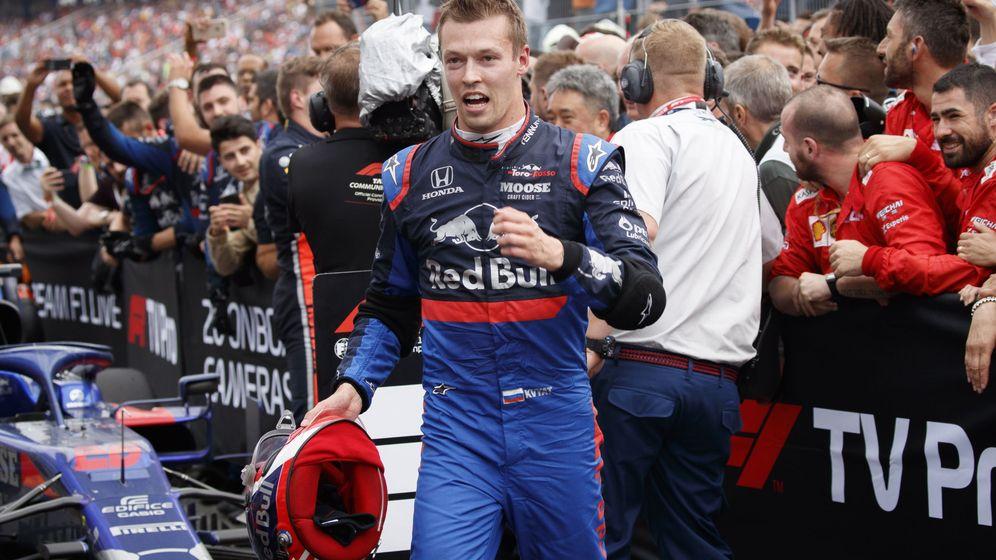 Foto: Daniil Kvyat celebra el tercer podio de su vida en la Fórmula 1. (EFE)