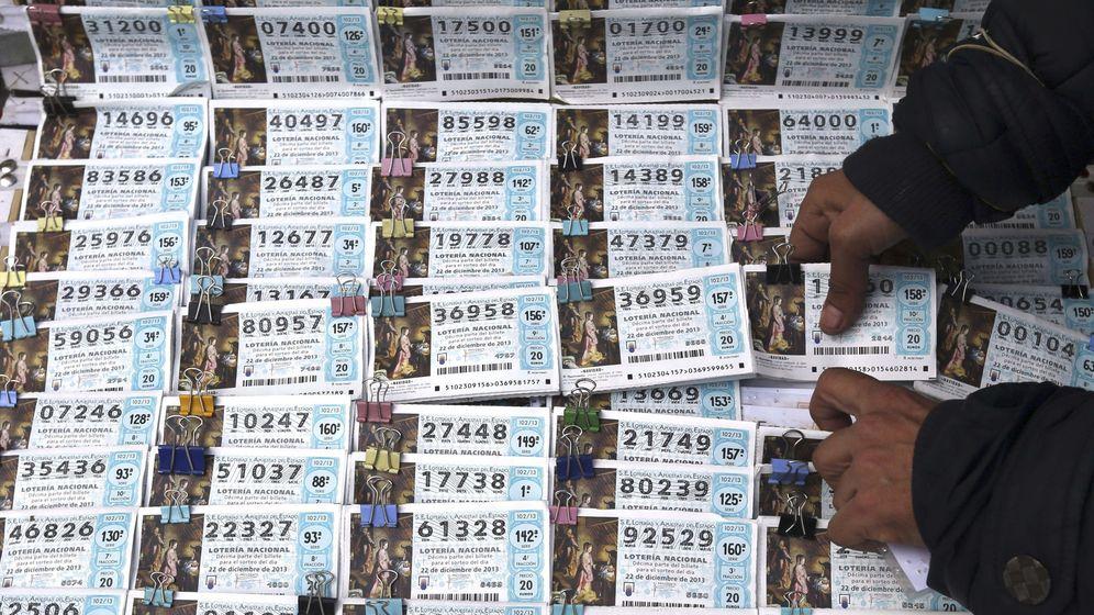 Foto: Décimos en un puesto de Lotería de Madrid. (EFE)