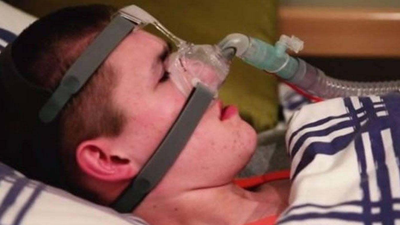 El joven que si se queda dormido se muere (y cómo lo combate)