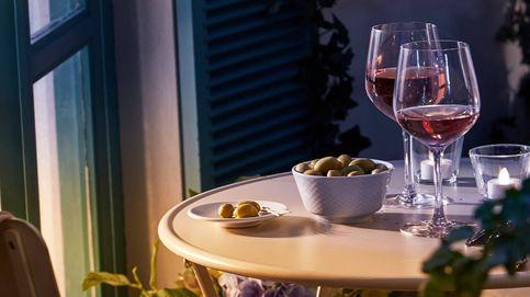 Cinco mesas que podrás poner en tu pequeño balcón para disfrutar del sol