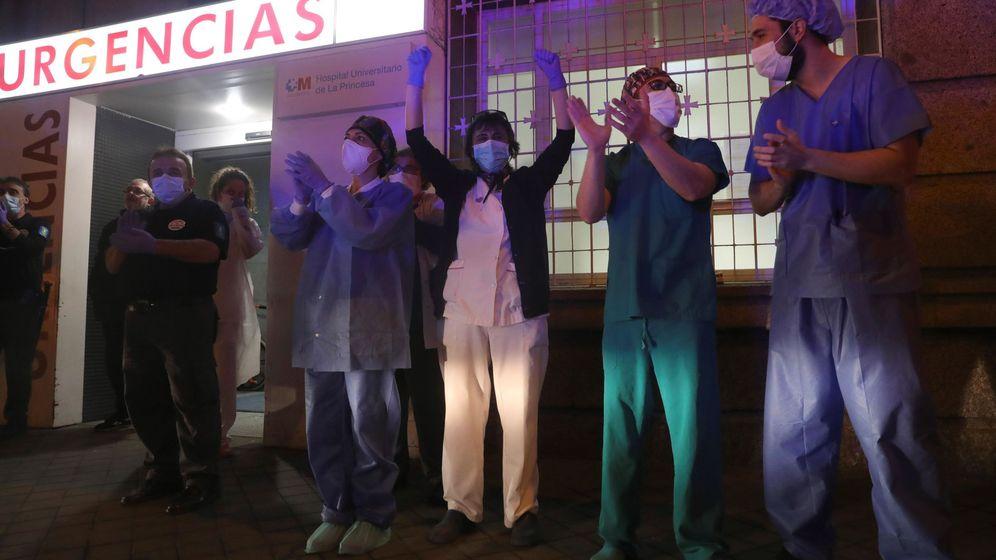 Foto: Varios sanitarios del Hospital Universitario de La Princesa. (EFE)