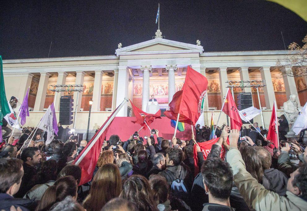 Foto: El primer ministro griego, Alexis Tsipras, líder del partido de izquierda radical Syriza, se dirige a sus votantes tras conocer los resultados de las elecciones (Reuters).
