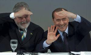 Berlusconi contrata a seis brasileñas para que le diviertan antes de reunirse con Lula
