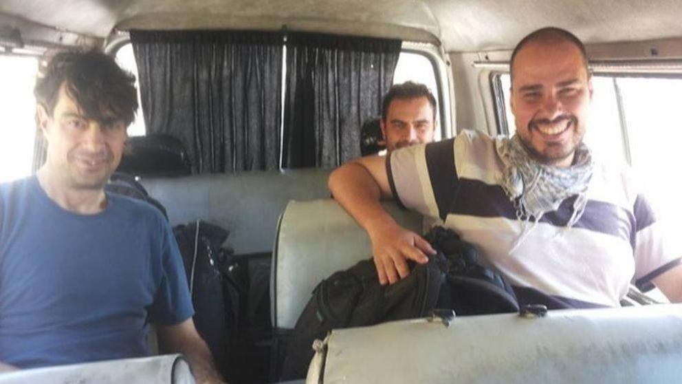 España consigue la liberación de los tres periodistas tras largas negociaciones