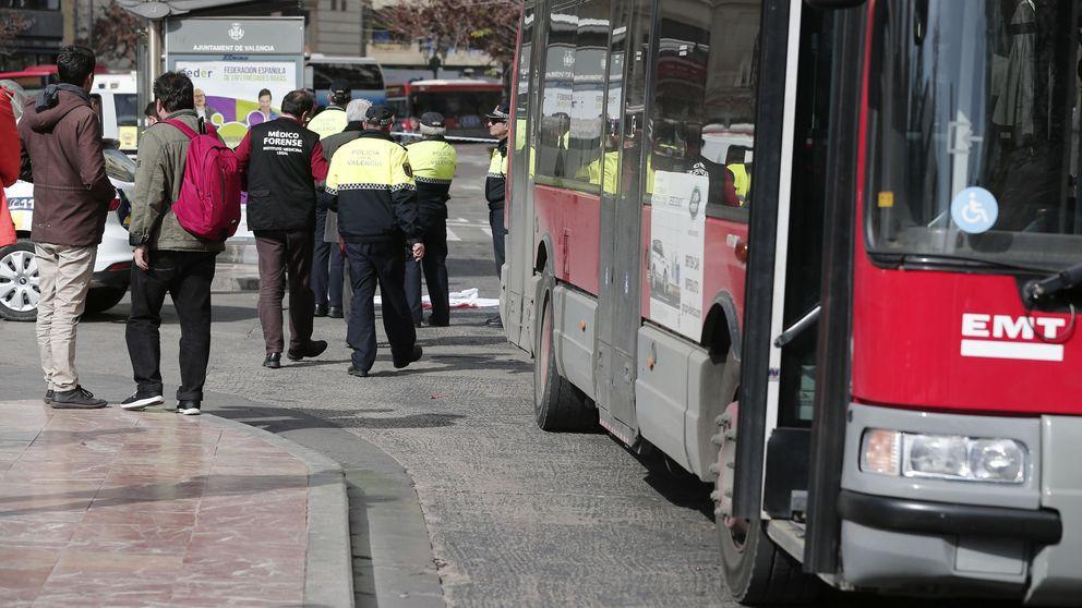 Detienen a un hombre por masturbarse y eyacular sobre una menor en un autobús