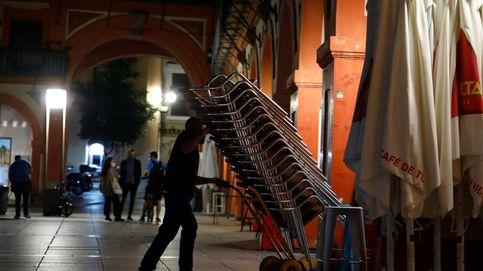 Bajan los contagios por covid en Andalucía pero aumentan los ingresos y los fallecidos