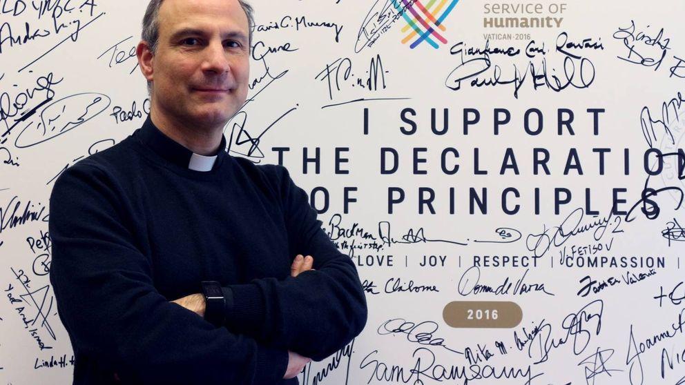 'Running' en la plaza de San Pedro: el cura español que ha puesto a correr al Vaticano