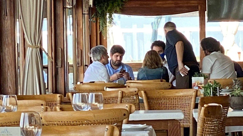 López Miras, con García Egea, en Es Molí de Sal, en Formentera.