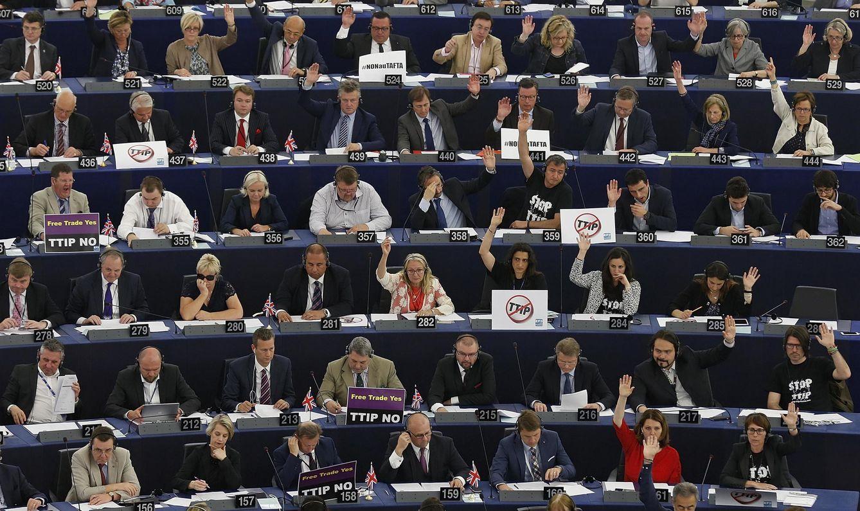 Foto: Miembros del Parlamento Europeo durante la sesión de voto celebrada este 10 de junio. (Reuters)
