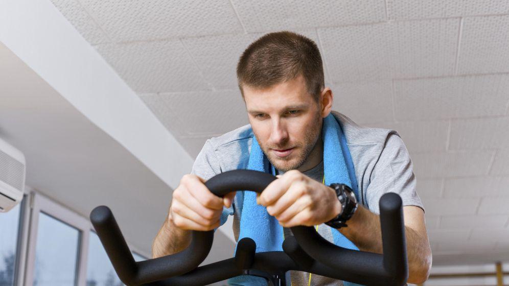 Foto: Para practicar el HIT basta con tener una bicicleta estática. (iStock)