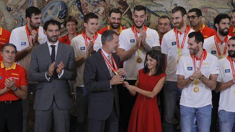 Don Felipe y doña Letizia reciben a la selección española de baloncesto en la Zarzuela