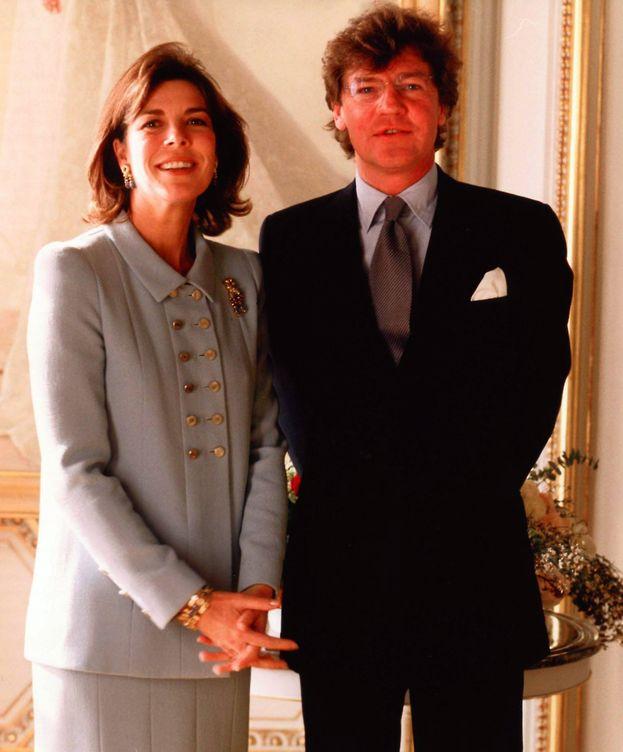Foto: Carolina de Mónaco y Ernesto de Hannover, el día de su boda. (AP / Fritz Schulenburg)