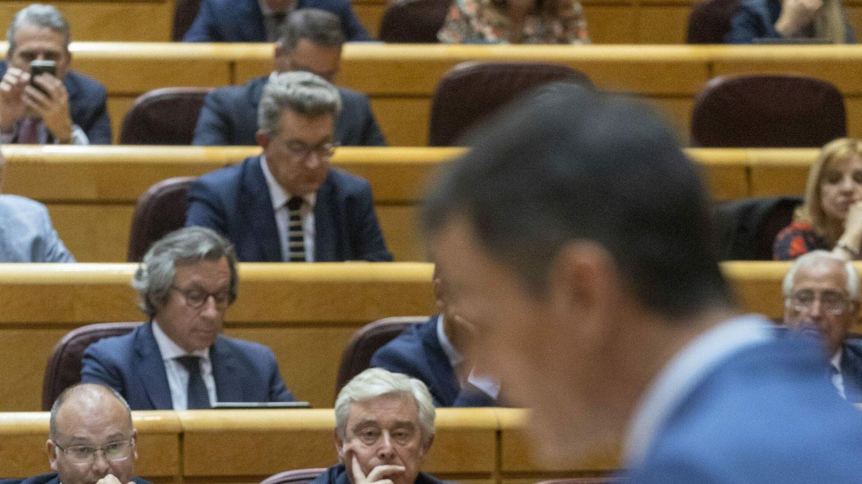 Las familias reales griega y española se reúnen para anunciar el compromiso de Juan Carlos y Sofía en Atenas, en 1961. (CP)