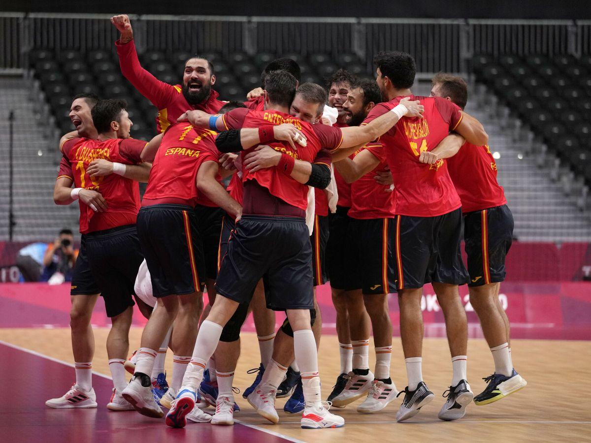 Foto: Los Hispanos celebran el pase a semifinales. (EFE)