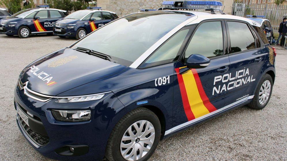 Foto: Imagen de archivo de un coche patrulla de Policía Nacional.