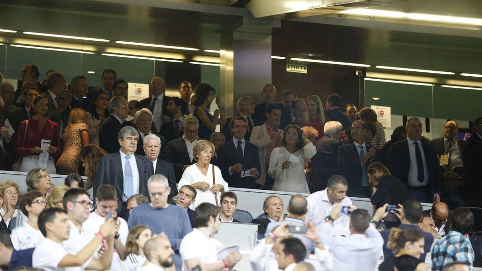 Relevo en el palco del Bernabéu: sin el PP gobernando, solo una ministra vio el derbi
