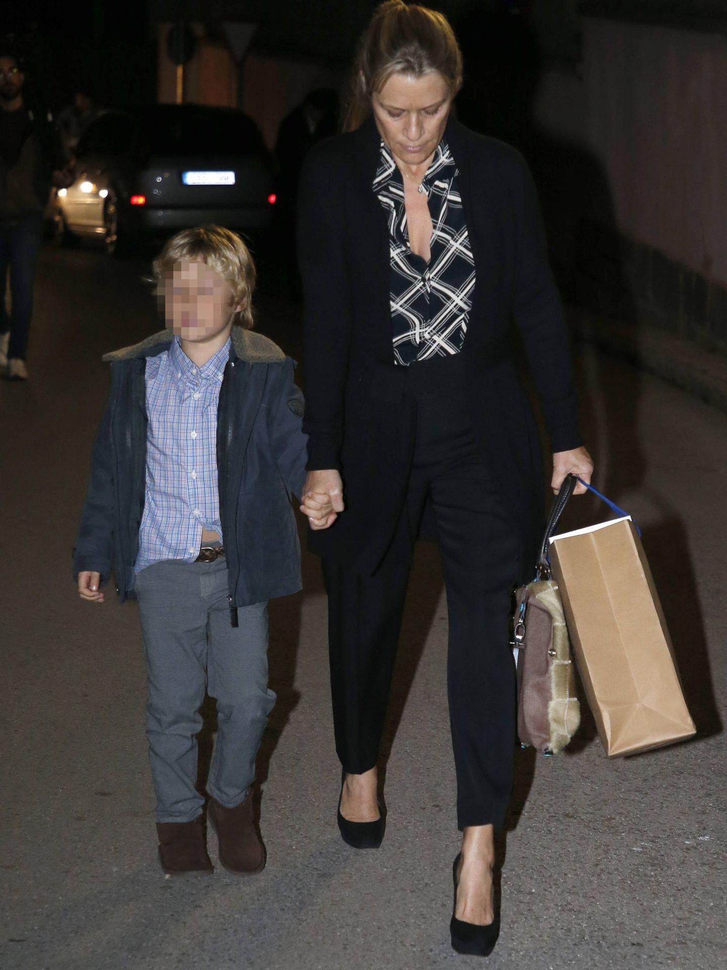 Winston H. Carney con su hijo. (Getty)