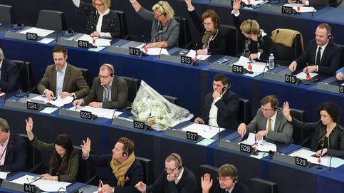 La oficina antifraude UE acusa a IU de usar fondos de la Eurocámara para financiarse