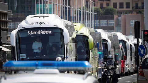 Unos 2.500 autobuses escolares y turísticos se manifiestan en 30 ciudades