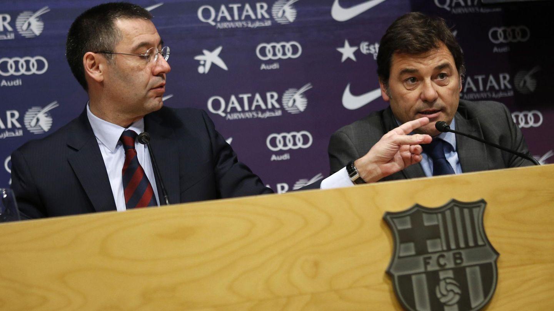 Josep Maria Bartomeu y Raül Sanllehí, durante su etapa en el FC Barcelona. (Reuters)