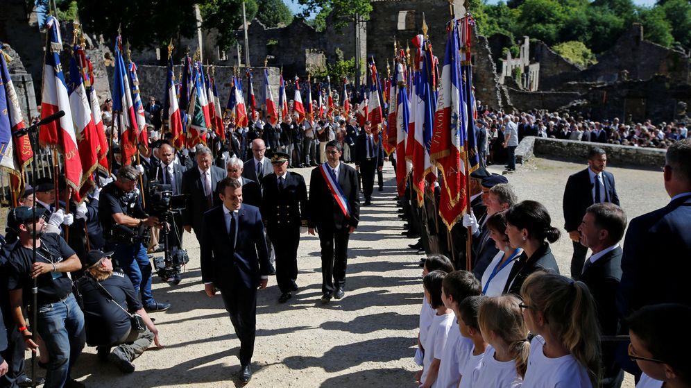 Foto: El presidente francés Emmanuel Macron, en las ruinas de la localidad Oradour-sur-Glane. (Reuters)