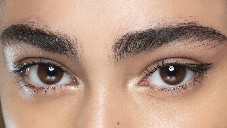 El principal uso del goupillon es el de peinar y domar las cejas. (Imaxtree)