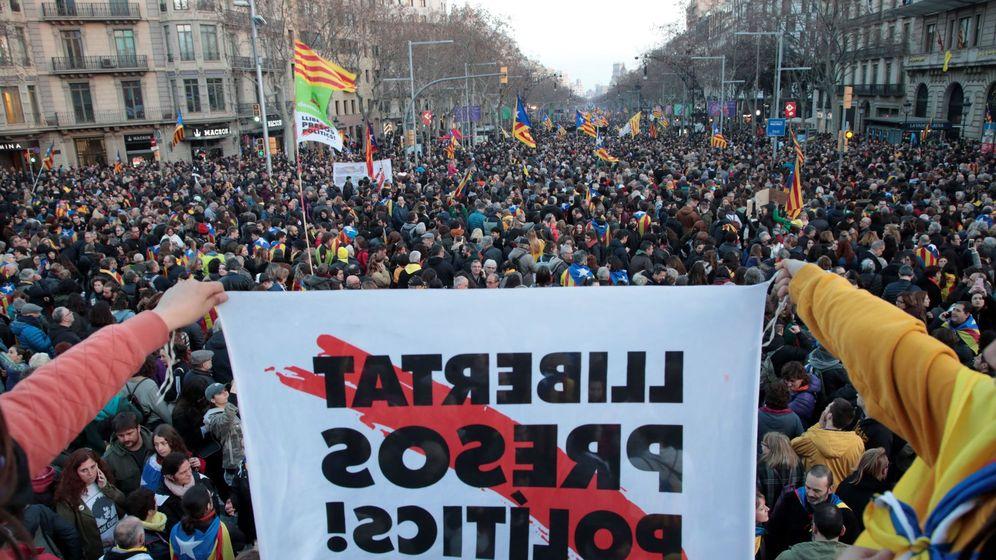 Foto: Foto de archivo de una jornada de huelga en Cataluña en febrero. (EFE)