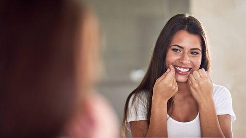 ¿De verdad sirve de algo el hilo dental? Los dentistas se posicionan
