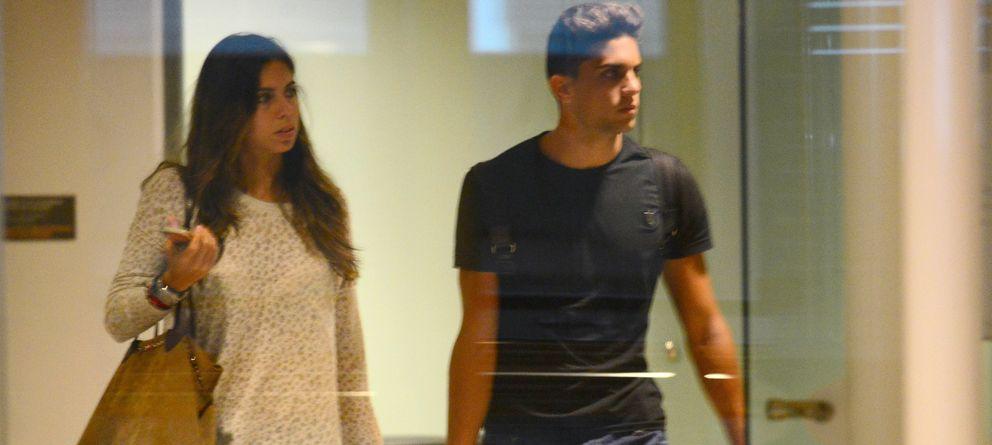 Foto: Marc Bartra y la periodista deportiva Melissa Jiménez, en una fotografía de archivo (Gtres)