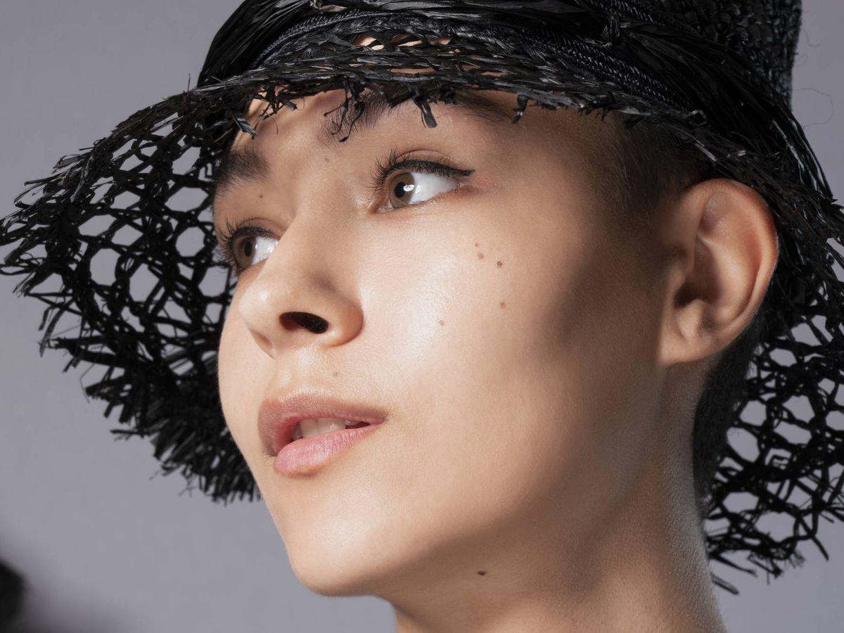 Foto: Cómo convertir la crema hidratante en la base de maquillaje perfecta para la piel. (Imaxtree)