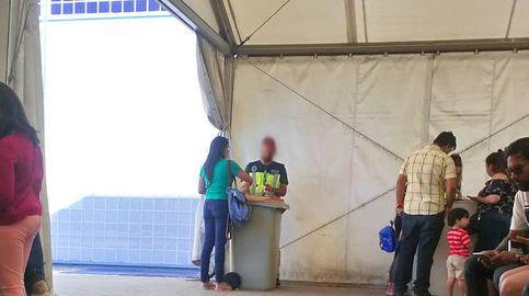 La Policía de asilo de Aluche y su material de oficina: unos cubos de basura