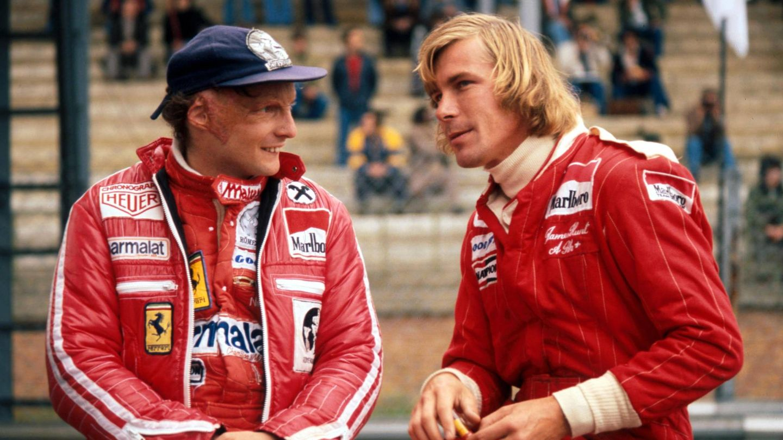 Lauda, junto a su gran rival en los setenta, el piloto inglés James Hunt. (Cordon Press)