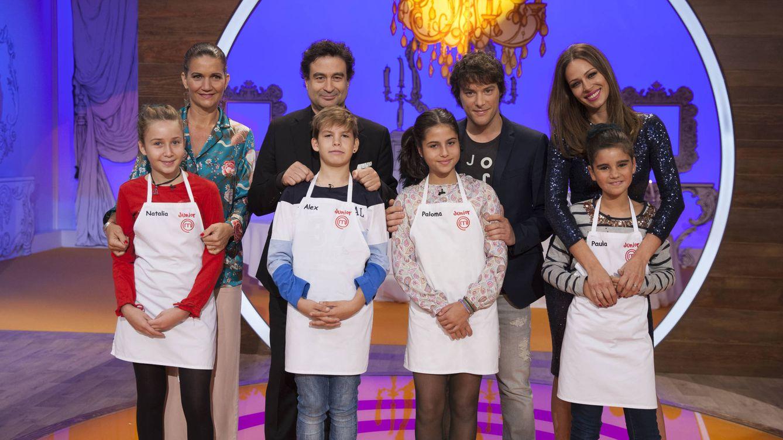 Foto: El jurado y Eva González con los finalistas de 'MasterChef Junior 4'