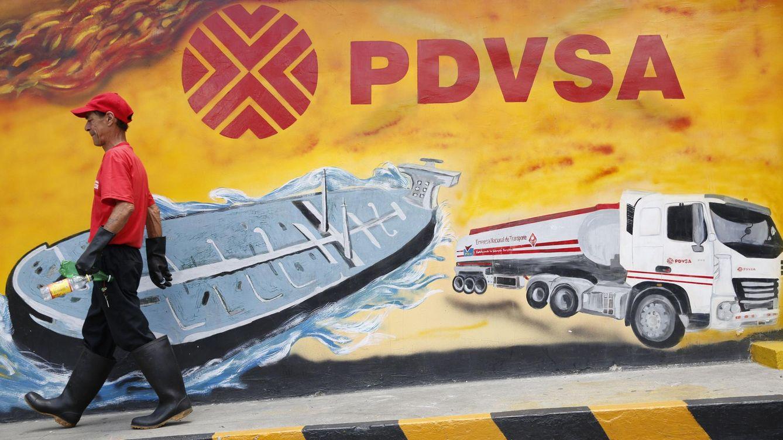 Foto: Un trabajador de la petrolera venezolana PDVSA en Caracas (Reuters)