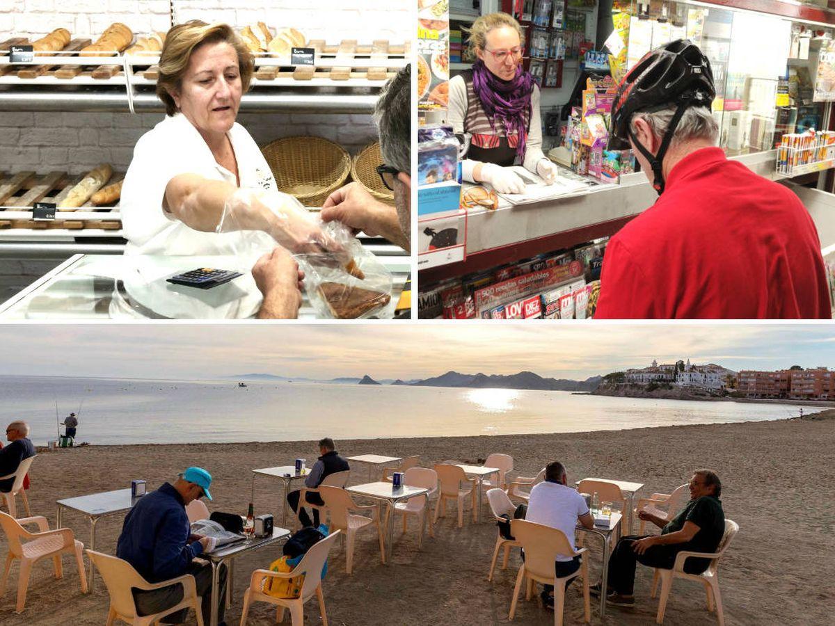 Foto: Varias personas en la terraza de un restaurante de la playa de Calabardina, Águilas. (EFE)