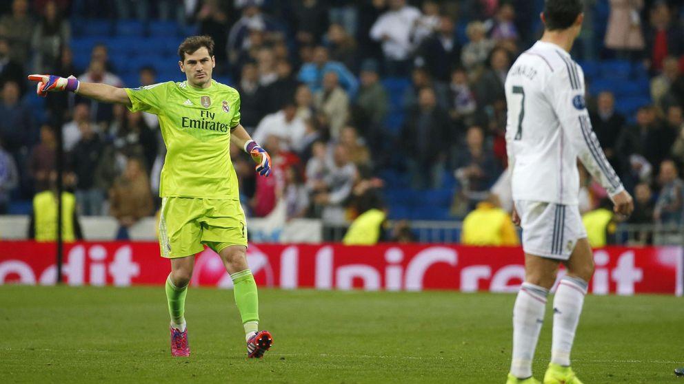 Casillas también obligó a Cristiano a aplaudir al público que le pitó