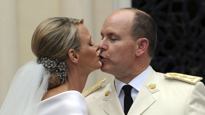 Charlène y Alberto de Mónaco, el día de su boda. (EFE)