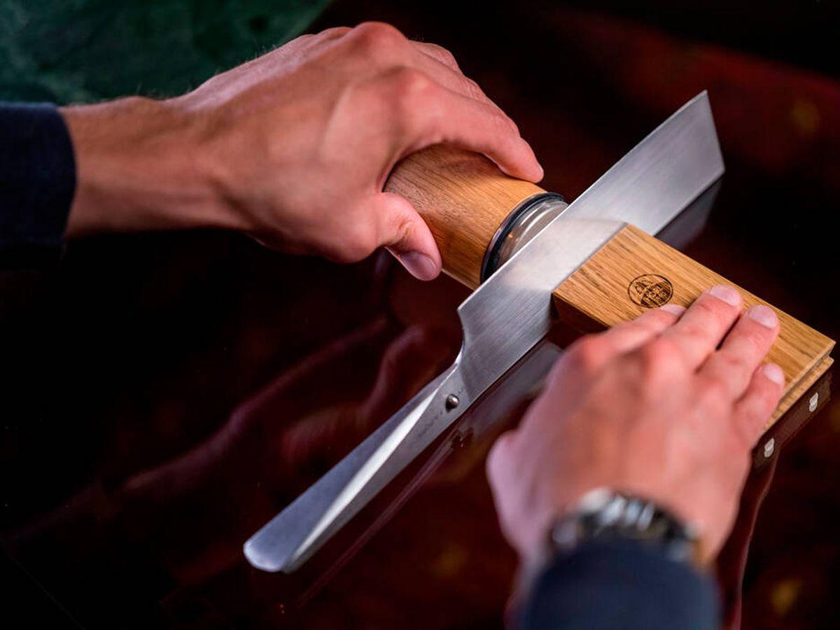 Foto: Cómo afilar cuchillos en casa: afiladores manuales y eléctricos