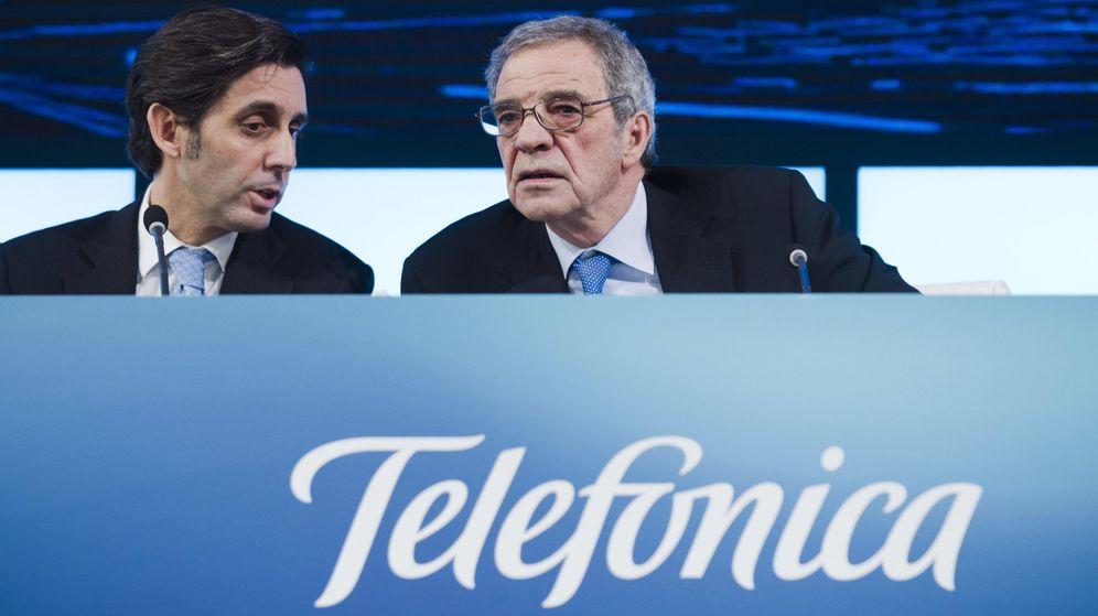 Foto: El expresidente de Telefónica, César Alierta, acompañado de su futuro sustituto, José María Álvarez-Pallete López. (EFE)