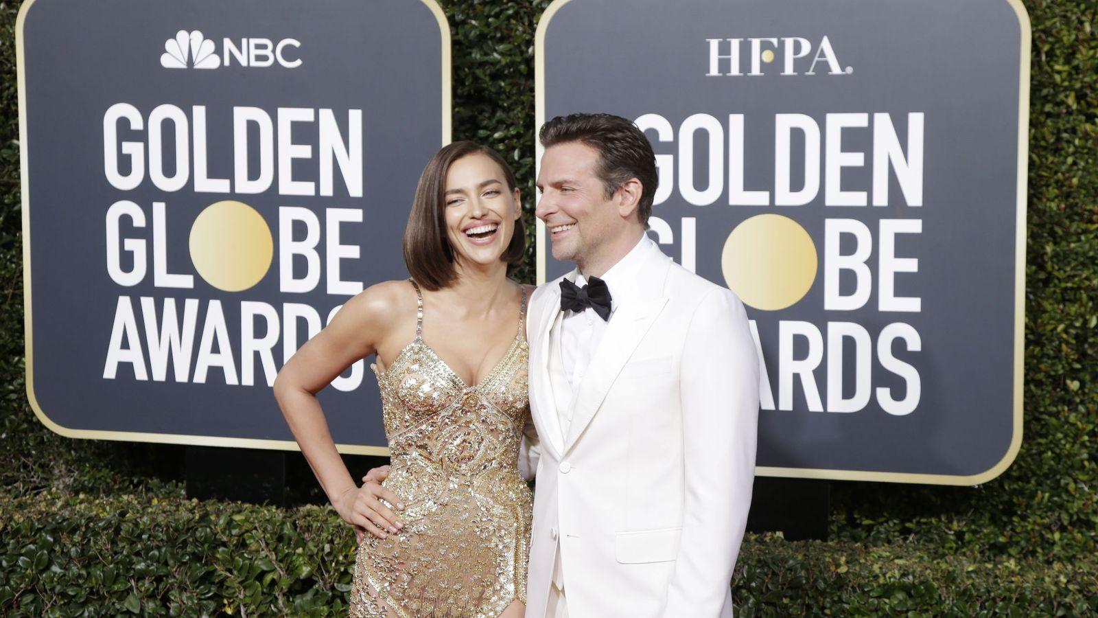Foto: Derrochando química, así han posado Bradley Cooper e Irina Shayk en los Globos de Oro. (EFE EPA)