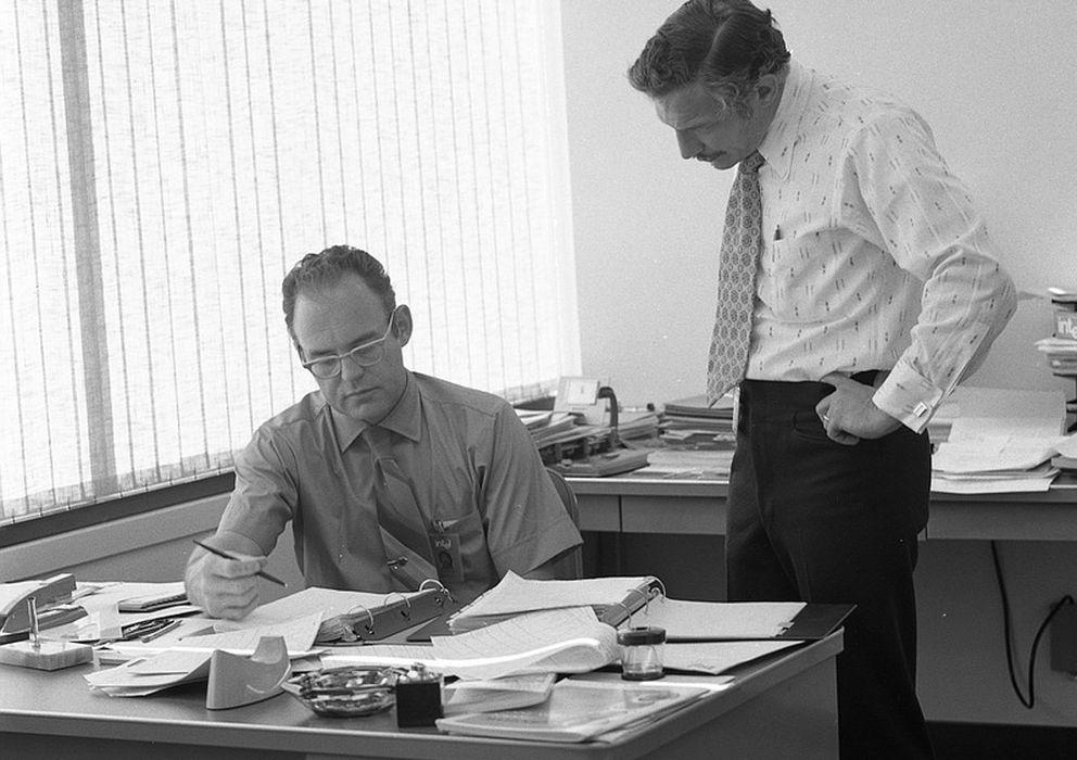 Foto: Gordon Moore y Robert Noyce, cofundadores de Intel, en la sede de la compañía (1970)