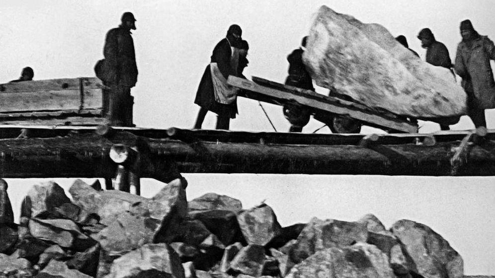 Foto: Prisioneros trabajando en la construcción del Canal Mar Blanco-Báltico. (Wikipedia)