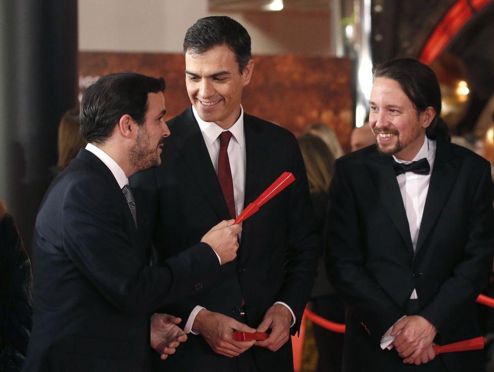 Foto: Pedro Sánchez, Pablo Iglesias y Alberto Garzón, en la última ceremonia de los Premios Goya, el pasado 3 de febrero en Madrid. (EFE)