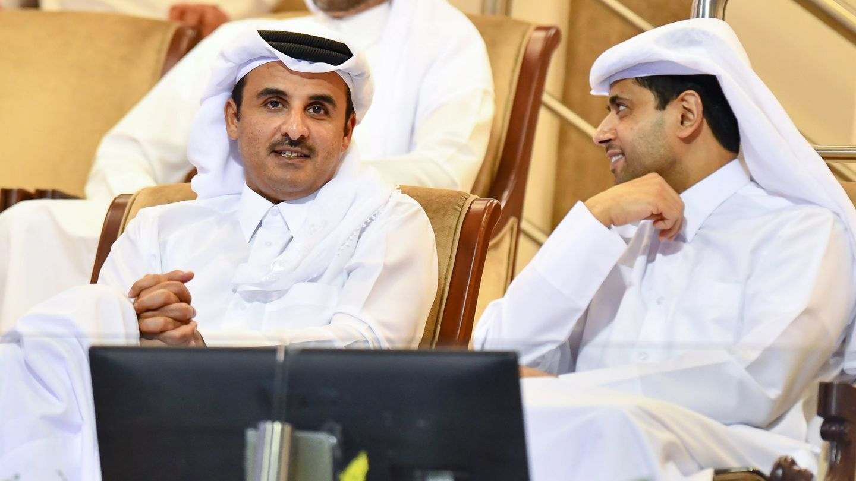 El emir de Catar Tamim bin Hamad al-Thani con Nasser Al-Khelaifi. (EFE)