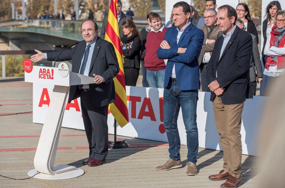 Foto: Miquel Iceta presenta la candidatura del PSC por Lleida, liderada por Òscar Ordeig (c), junto a Ramon Espadaler, el pasado 17 de noviembre. (EFE)