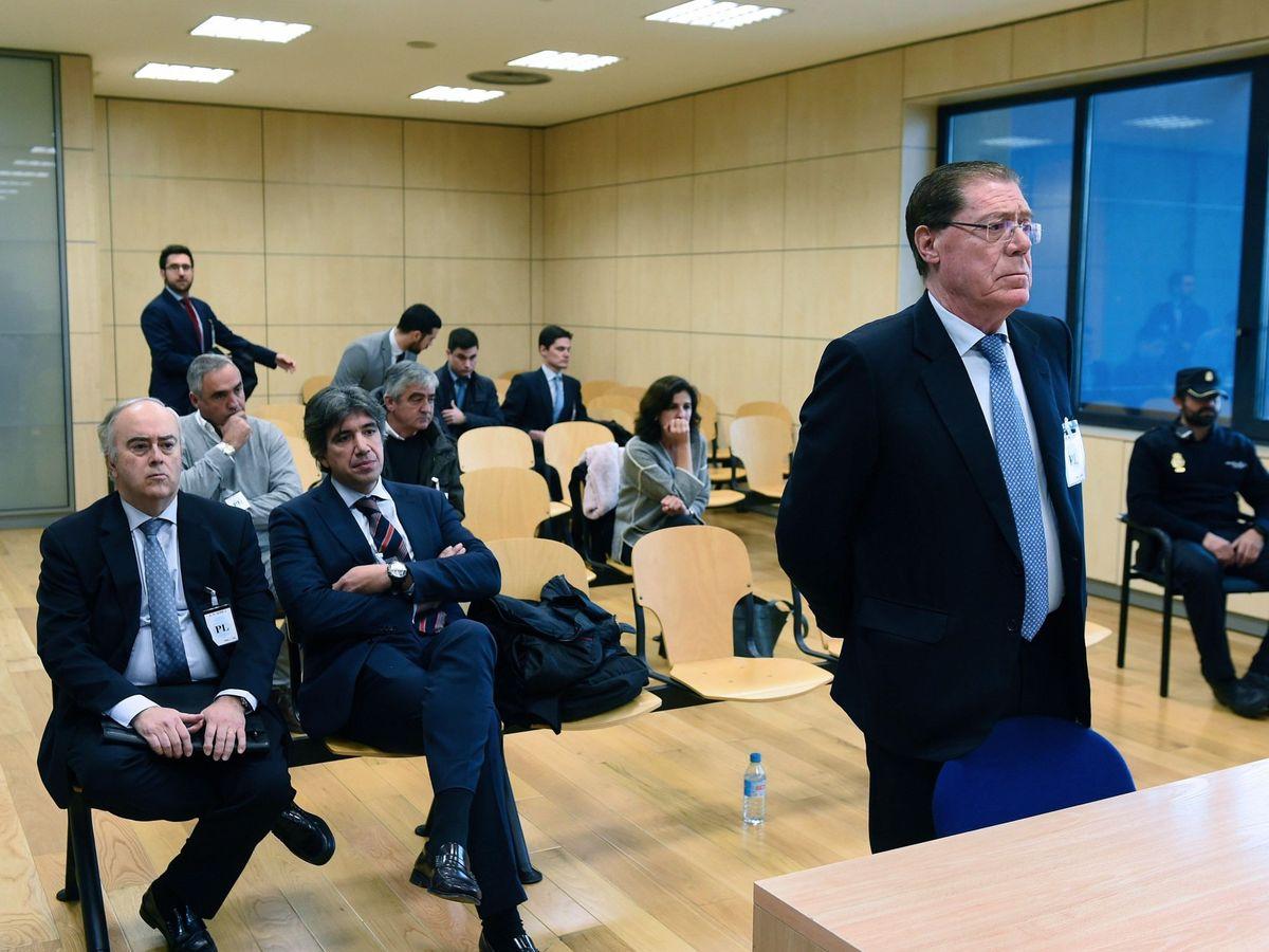 Foto: Domingo Parra, ex consejero delegado de Banco de Valencia, en la Audiencia (Efe)