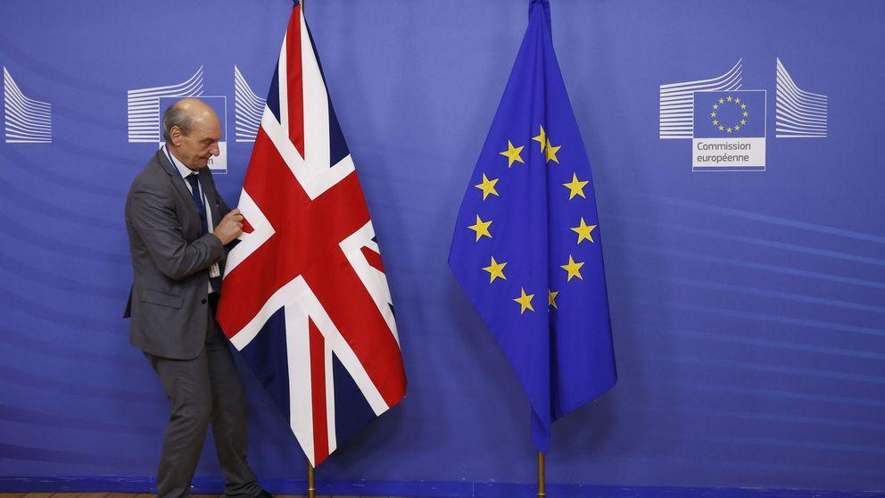 """Bruselas no quiere más juegos en Londres: deben mantener """"un diálogo de adultos"""""""