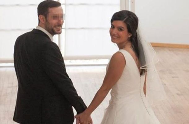 Foto: Lars Waetzmann y la española Jennifer García Scintu, el día de su boda (La Stampa)