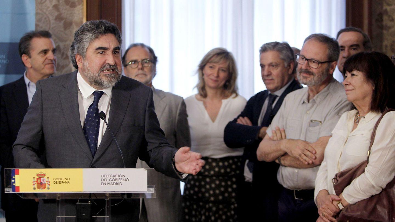 José Manuel Rodríguez Uribes, durante su toma de posesión como delegado del Gobierno en Madrid, el pasado 25 de junio. Acudieron José Manuel Franco, líder del PSOE-M, y la presidenta del PSOE, la exministra Cristina Narbona. (EFE)